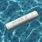 skinade drink floating in water